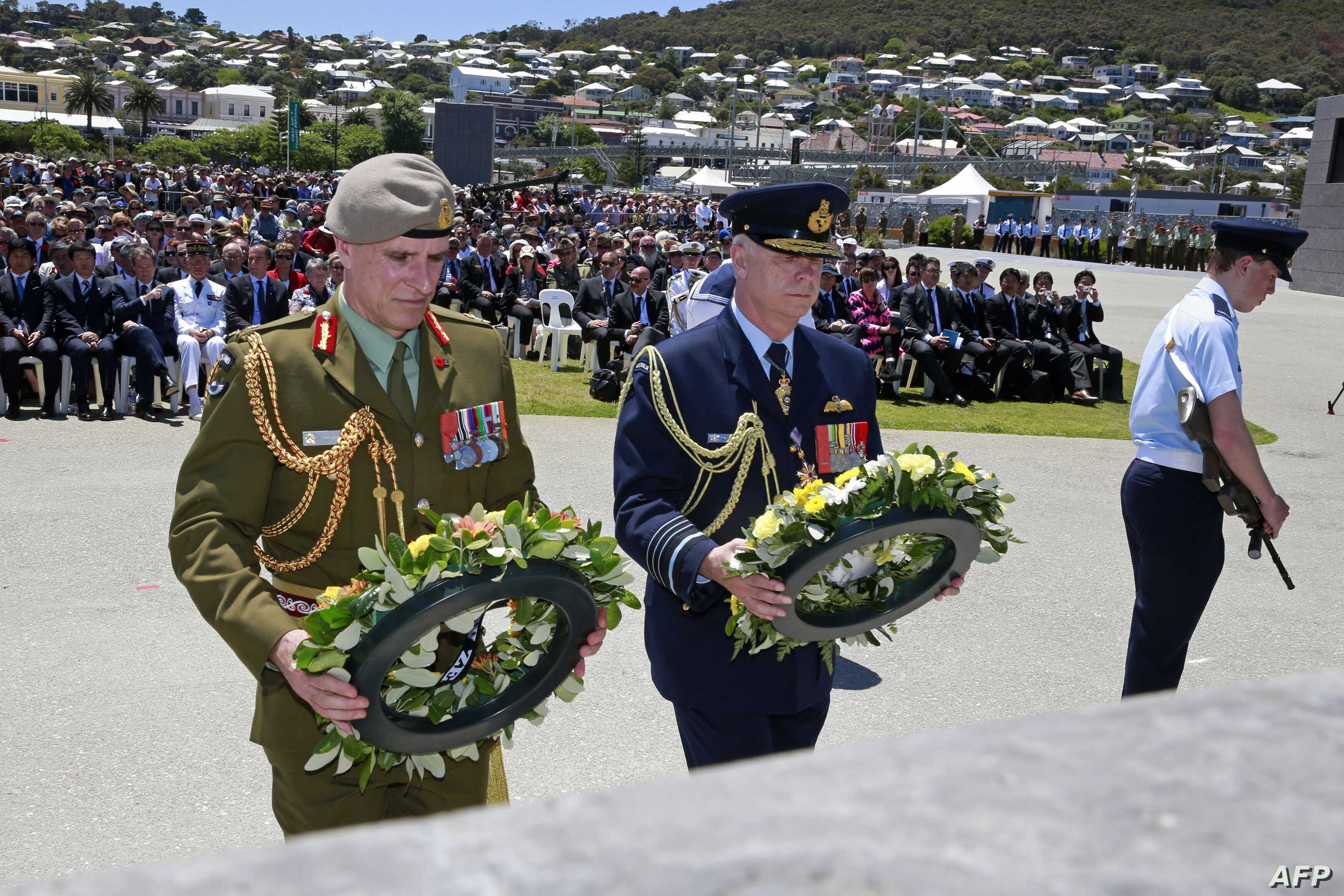 This handout photo released by the Commonweatlh of Australia, Department of Defense on November 1, 2014 shows New Zealand and Australian Chiefs of Defense Force, Lieutenant General Tim Keating, MNZM (L) and Air Chief Marshall Mark Binskin, AM prepare