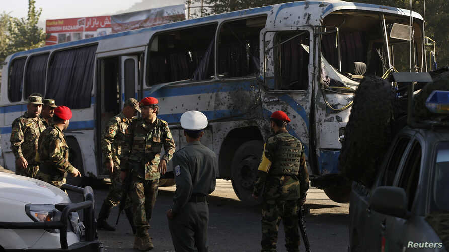 Afghan National Army soldiers (ANA) arrive at the site of a suicide attack in Kabul, October 1, 2014.