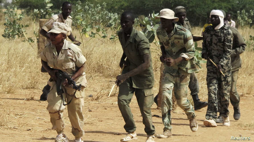 Members of a Malian pro-government militia operating in government-controlled areas take part in a training session at their base in Sevare, about 600 kilometers northeast of the capital Bamako, Mali, November 12, 2012.