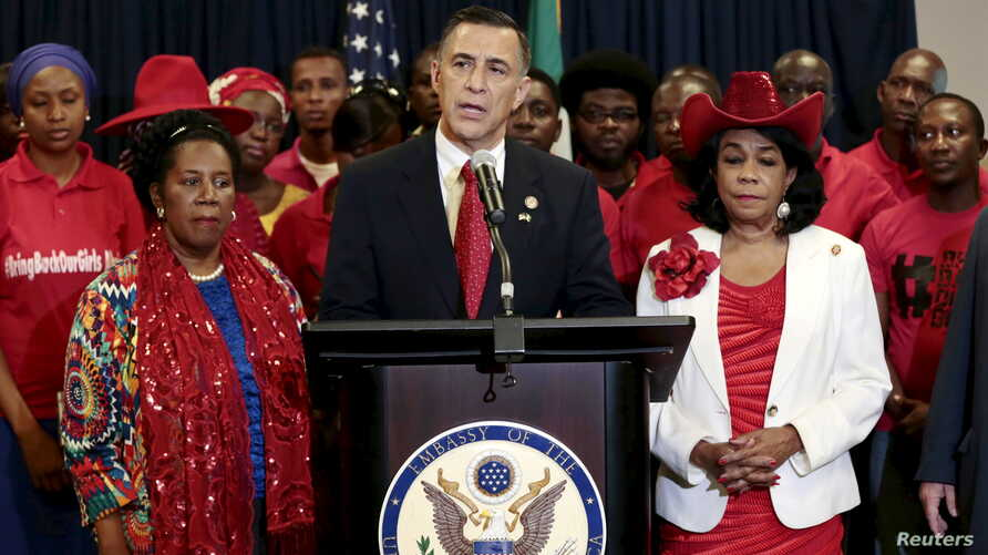 Head of a U.S. congressional delegation to Nigeria, Darrell Edward Issa, center, speaks at a news conference with U.S. Representatives Sheila Jackson Lee, left, and Frederica Wilson during a visit to Abuja, August 4, 2015.