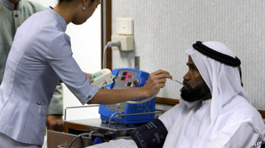 A Thai nurse takes temperature and blood pressure of a patient from Middle East prior to seeing a doctor at Thailand's top private hospital, Bumrungrad International, in Bangkok, 06 September 2006.