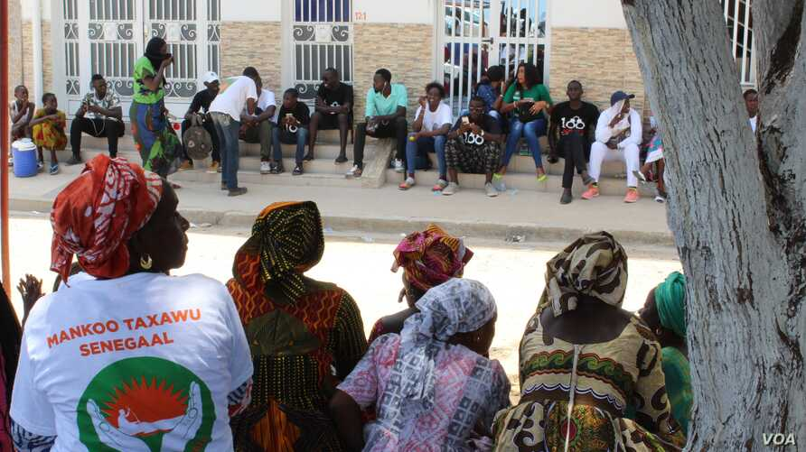 Khalifa Sall supporters sit in front of the Supreme Court, waiting for the verdict on the mayor's request for temporary release during the election campaign, in Dakar, Senegal, July 20, 2017. (S. Christensen/VOA)