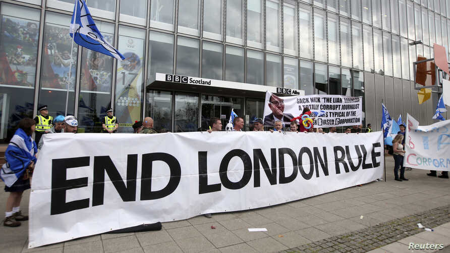 """""""Yes"""" supporters gather at a rally outside the BBC in Glasgow, Scotland, Sept. 14, 2014."""