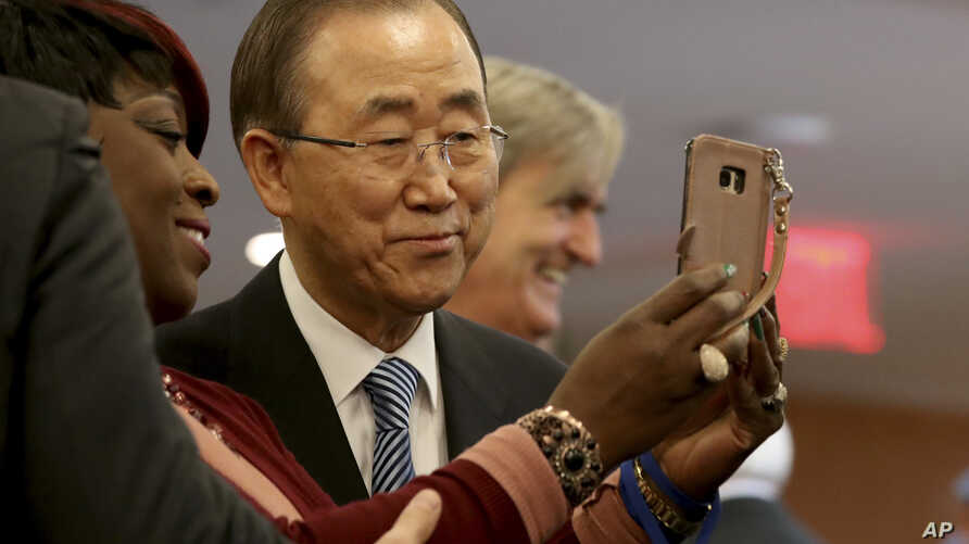 United Nations Secretary-General Ban Ki-moon poses for a selfie with one of his staff members on his last day at the U.N. headquarters, Dec. 30, 2016.