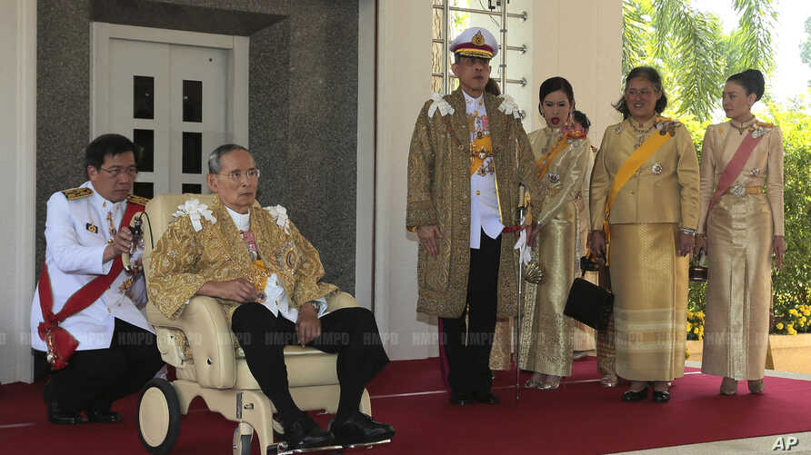 Thai King Bhumibol Adulyadej, along with Crown Prince Vajiralongkorn, Princess Chulabhorn, Princess Sirindhorn, and Consort Princess Srirasm, arrive at Klai Kangwon Palace before a ceremony in celebration of the king's 86th birthday in Prachuap Khiri...