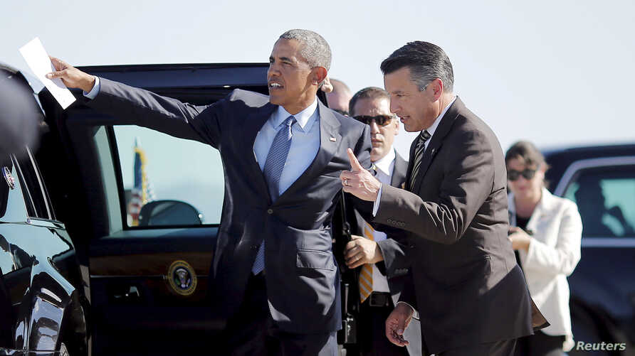 FILE - US President Barack Obama talks to Nevada Governor Brian Sandoval (R) at McCarran International Airport in Las Vegas, Nevada, Aug. 24, 2015. Sandoval, a moderate Republican, took himself out of consideration for appointment to the U.S. Supreme