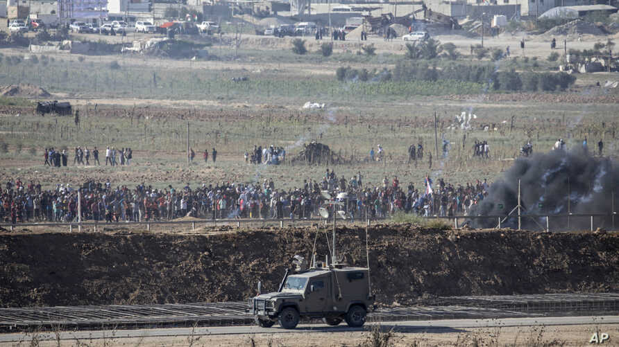 Palestinian demonstrators protest at the Israel Gaza border, Aug. 17, 2018.