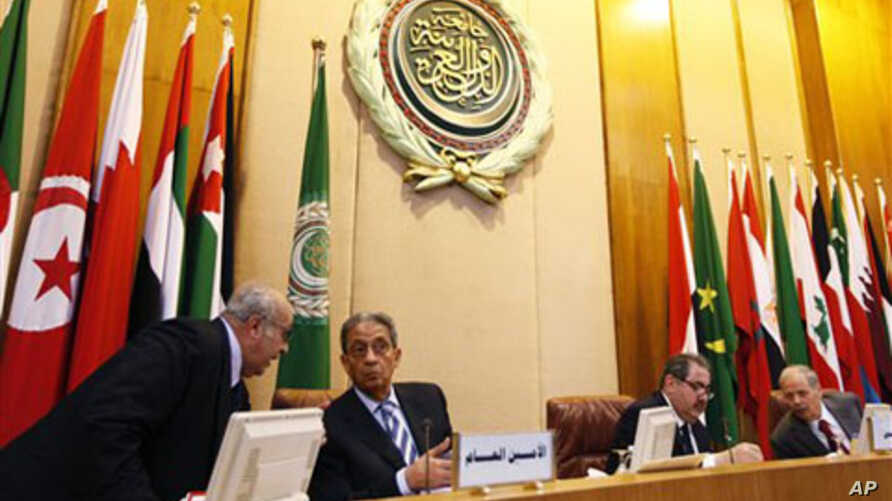 Arab League Secretary General Amr Moussa, second left, and Iraqi Foreign Minister Hoshyar Zebari, second right, head an Arab League foreign ministers meeting at Arab League headquarters in Cairo, Egypt, March 2, 2011