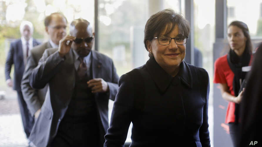 U.S. Secretary of  Commerce  Penny Pritzker, 2. from right, visits The Factory, a campus for 'Startup' companies during her Berlin visit, Oct. 28, 2015.