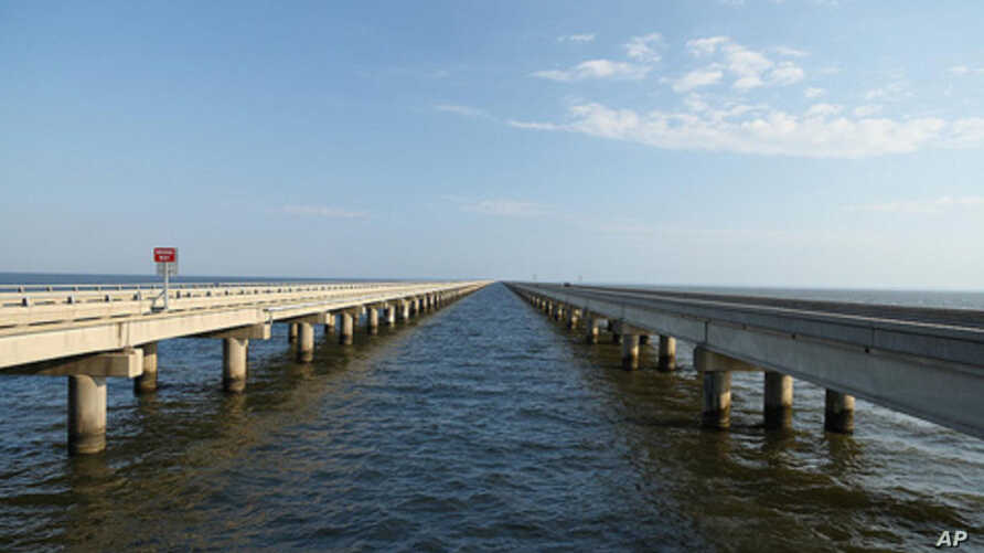 The Pontchartrain Causeway is long, mostly straight, and low. Lake Pontchartrain, beneath is, is actually not a lake but a brackish estuary, connected to the Gulf of Mexico.
