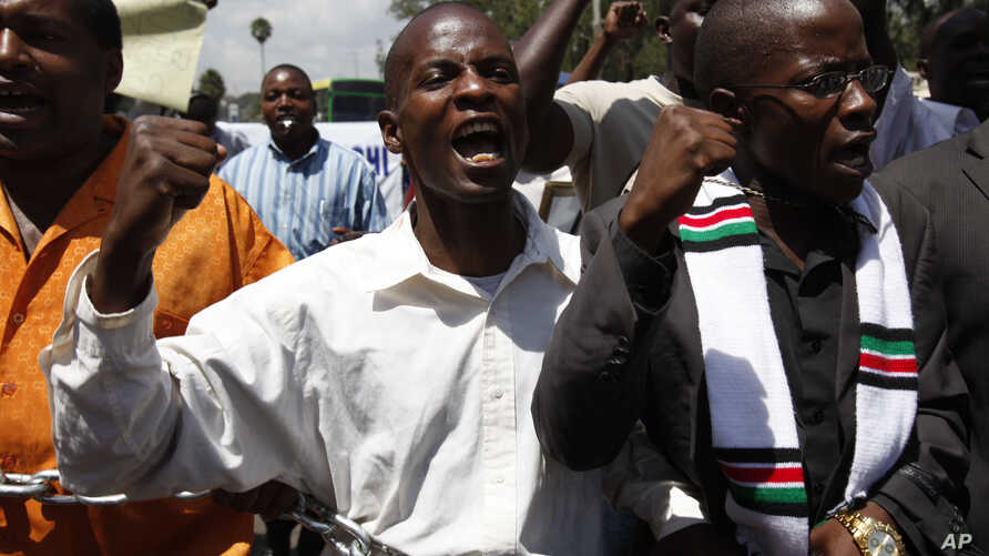 A hand full of anti corruption demonstrators hold a chain during a protest in downtown Nairobi, Kenya, Feb 17, 2010.