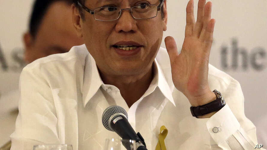 Philippine President Benigno Aquino III answers questions from the foreign correspondents based in the country during its annual forum at a Manila hotel in the Philippines,  October 17, 2012.