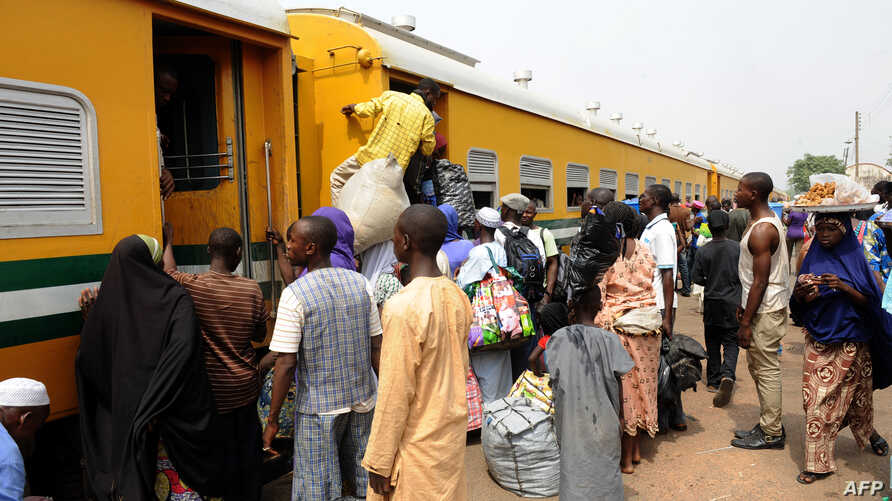 FILE - Passengers rush to board train enroute Lagos-Kano at Mokwa Station on February 8, 2013.