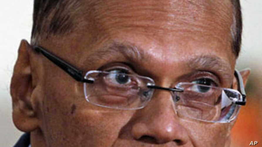 Sri Lanka's Minister of External Affairs, Gamini Lakshman Peiris, reacts as he speaks to reporters during a media conference in response to a United Nations report released to the Sri Lankan government, Apr 21, 2011