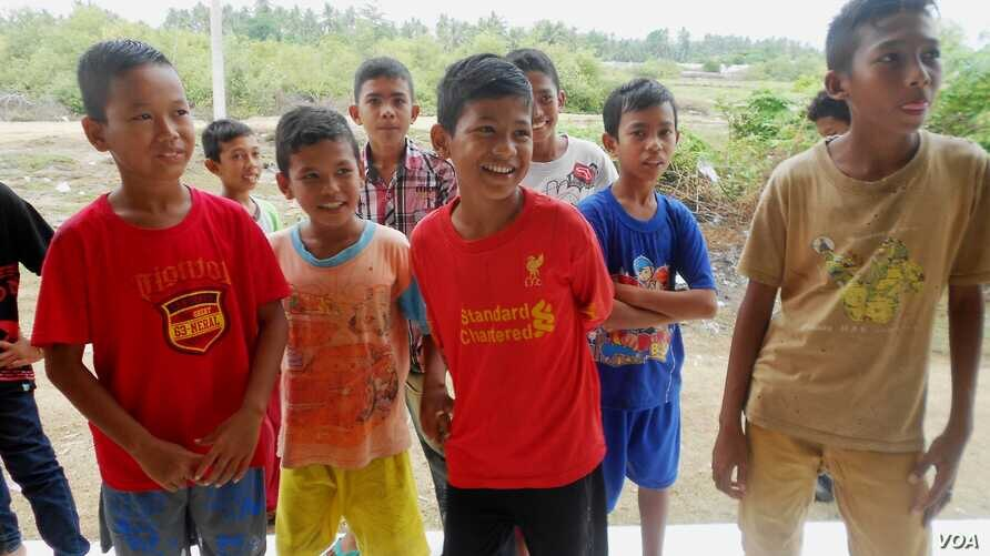 Acehnese boys visiting Aceh Utara camp. (Htike Htike/The Equal Harmony Together Foundation)