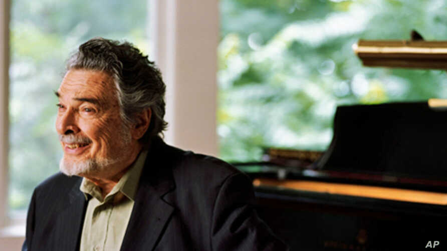 After losing use of his right hand at the height of a brilliant international career in the 1960s, pianist Leon Fleisher is regaining the use of both hands.