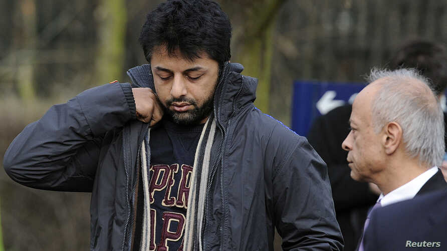 FILE - British businessman Shrien Dewani (L) and his father, Prakash Dewani, are seen heading to bail hearing in London Feb. 24, 2011.