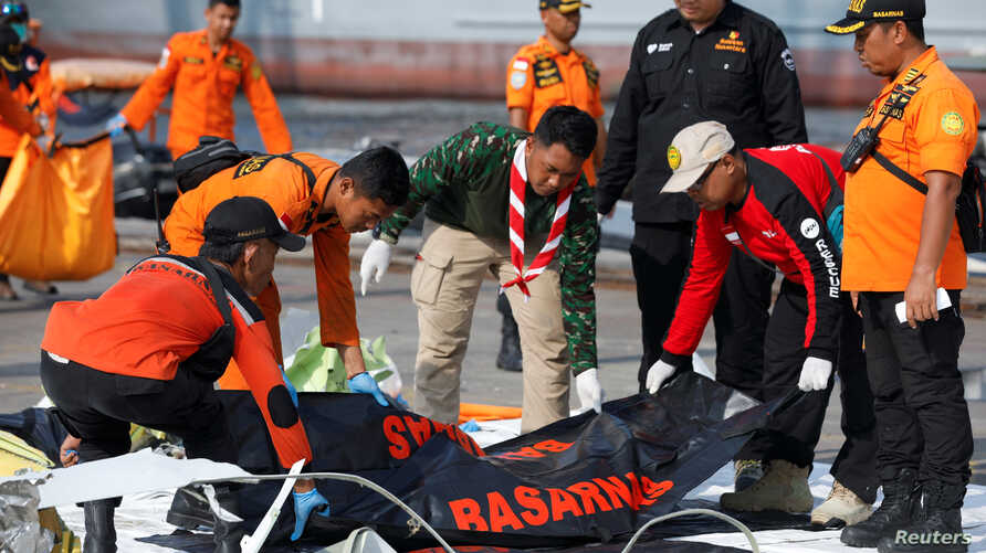 Rescue workers of the crashed Lion Air flight JT610 carry body bags at the Tanjung Priok port in Jakarta, Indonesia, Nov. 2, 2018.