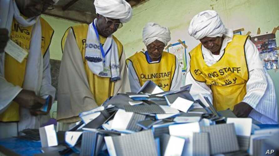 Southern Sudan Referendum Commission staff members prepare the official counting of votes on South Sudanese independence from the north at the Armed Forces Club polling center in El Fasher, north Darfur, 15 Jan 2011.