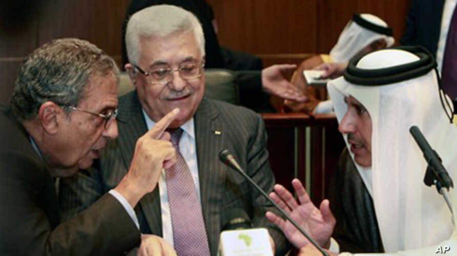 Palestinian President Mahmoud Abbas, center, listens to Qatar's Foreign Minister Sheik Hamad Bin Jassem, right, and Amr Moussa, secretary general of the Arab League, during the Arab Foreign Ministers Peace Initiative meeting, in Sirte, Libya, 8 Oct.