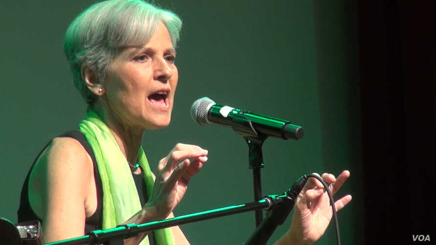 Jill Stein, the Green Party's presidential nominee, speaks to supporters at a post-convention party. (G. Flakus/VOA)