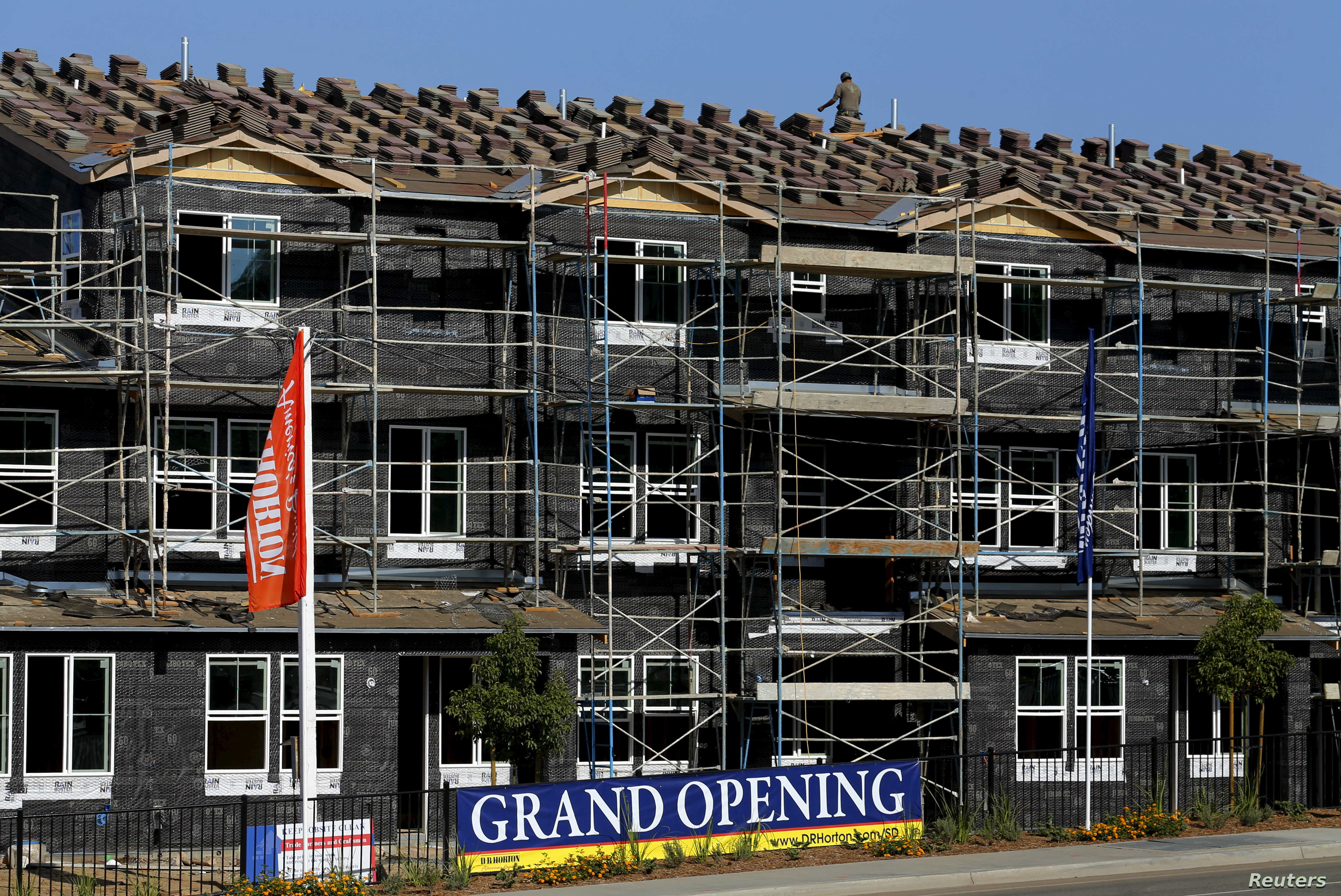 FILE - U.S. housing market continues recovery, with foreclosures in September down sharply from the same period a year earlier. D.R. Horton home building project  in San Marcos, California July 28, 2015.