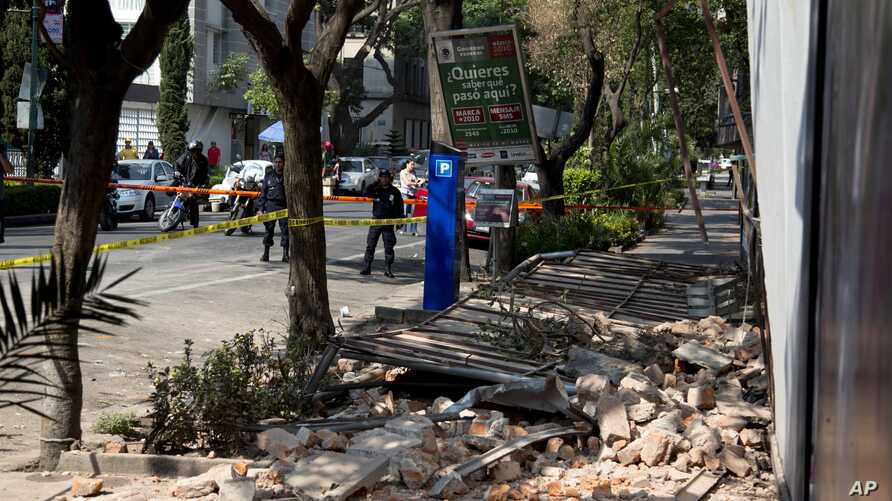 A damaged abandoned home is seen in the Juarez neighborhood after a strong earthquake jolted Mexico City, April 18, 2014.
