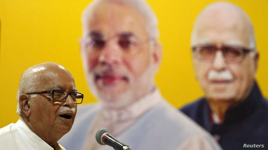 A leader of India's main opposition Bharatiya Janata Party (BJP), Lal Krishna Advani addresses his supporters in the western Indian city of Ahmedabad, April 20, 2014.