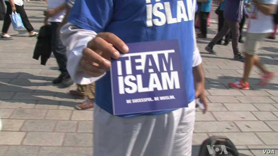 At Olympics, Christian and Islamic Groups Compete for Souls