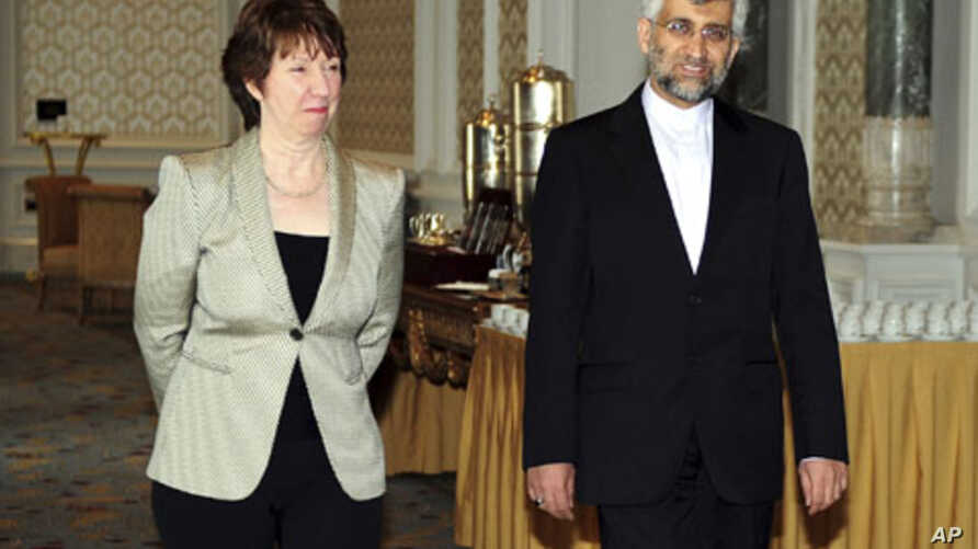 Iran's chief nuclear negotiator Saeed Jalili (R) and European Union foreign policy chief Catherine Ashton arrive for talks at the Ciragan Palace in Istanbul, Turkey, 21 Jan 2011