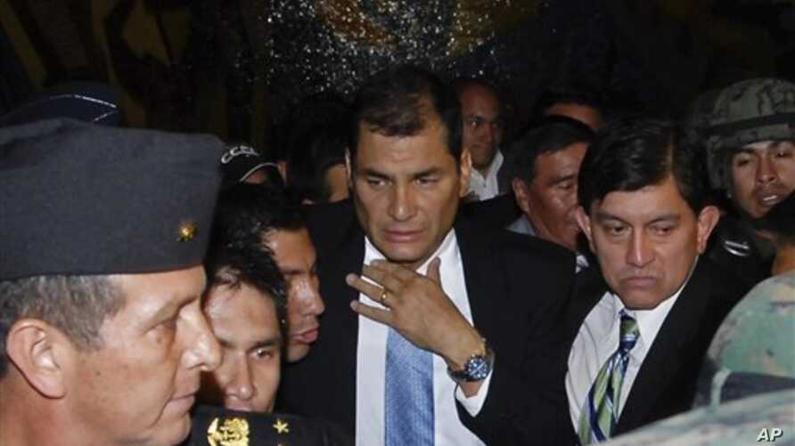 Ecuador's President Rafael Correa arrives at the government palace after being rescued by soldiers from the hospital where he had been trapped in Quito, 30 Sep 2010