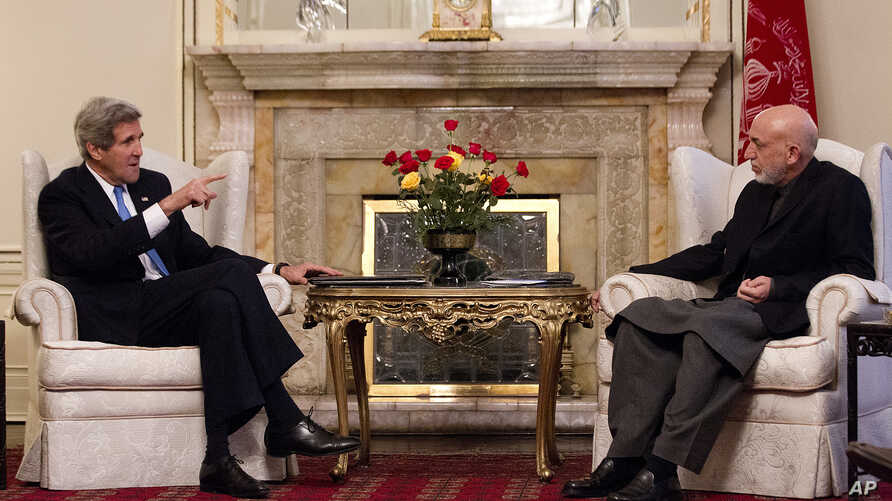 Secretary of State John Kerry meets with Afghan President Hamid Karzai at the Presidential Palace in Kabul, Mar. 25, 2013.