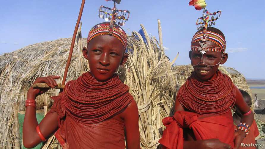 Bridesmaids from Kenya's smallest ethnic group El-molo prepare for a wedding ceremony in El-molo bay in Loiyangalani, northeastern Kenya, June 29, 2006. El-molo, who live on the southern shores of Lake Turkana are in very small numbers but the popula