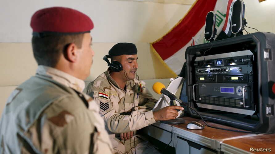 Iraqi soldiers work at a radio station at Makhmour base, Iraq April 17, 2016. The Iraqi army has set up a radio station at its base in Makhmour broadcasting into areas south of Mosul controlled by Islamic State militants.
