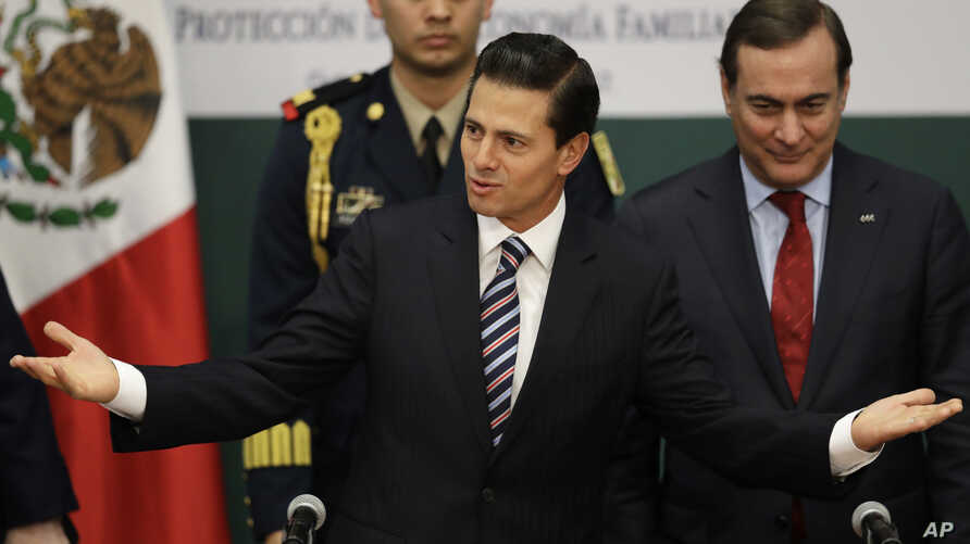 Mexico's President Enrique Pena Nieto greets guests at an event announcing an accord meant to strengthen the national economy and keep down household costs, in Mexico City, Jan. 9, 2017.
