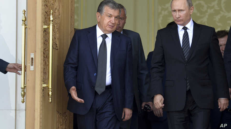 Uzbekistan's Prime Minister Shavkat Mirziyoyev, left, speaks with Russian President Vladimir Putin in Samarkand, Uzbekistan, Tuesday, Sept. 6, 2016. Putin arrived to express his condolences and visit a grave of Uzbekistan's President Islam Karimov in