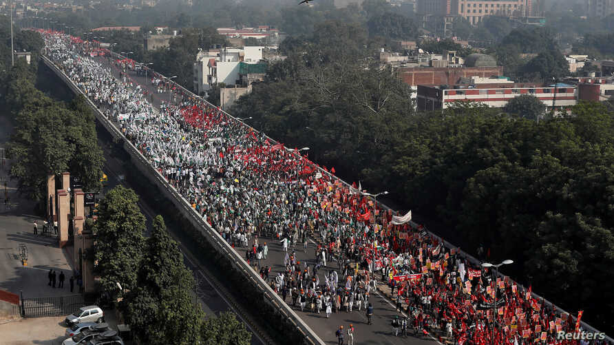 FILE PHOTO: Farmers march towards the parliament house during a rally to protest soaring farm operating costs and plunging prices of their produce, in New Delhi, India, Nov. 30, 2018.