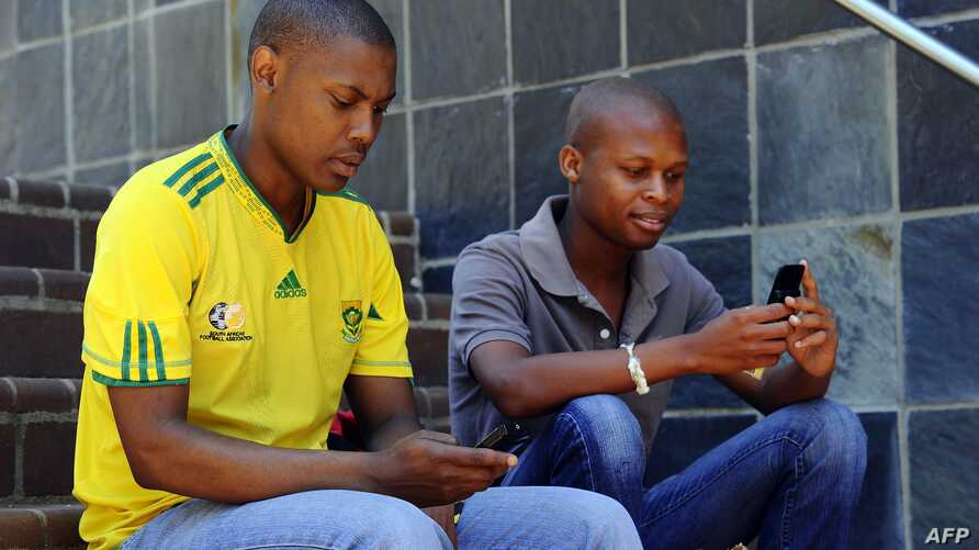Students using their mobile phones after class at the Witwatersrand University in Johannesburg (2010 file photo).