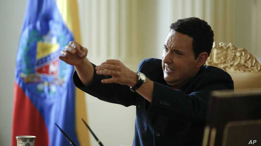 """Colombian actor Andres Parra plays the role of Venezuela's former President Hugo Chavez during the filming of """"El Comandante"""" in Bogota, Colombia, Jan. 25, 2017."""