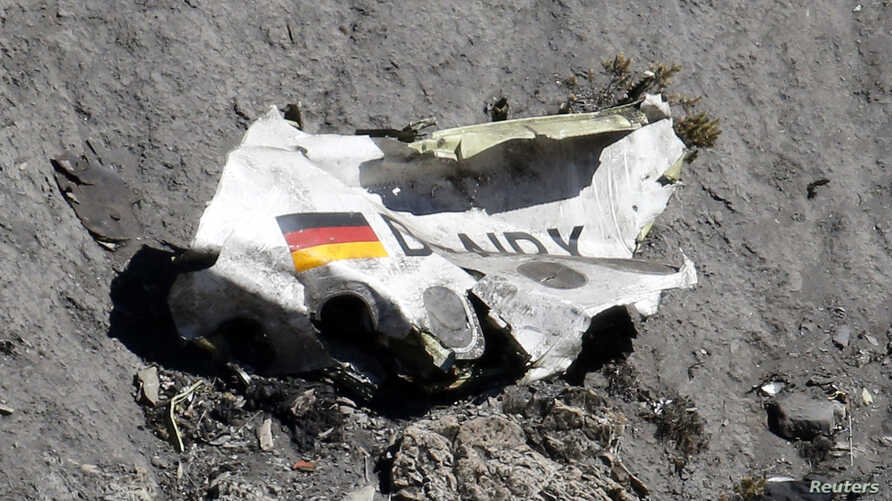 Wreckage of the Airbus A320 is seen at the site of the crash, near Seyne-les-Alpes, French Alps March 26, 2015.  A young German co-pilot locked himself alone in the cockpit of Germanwings flight 9525 and set it on course to crash into an Alpine mount