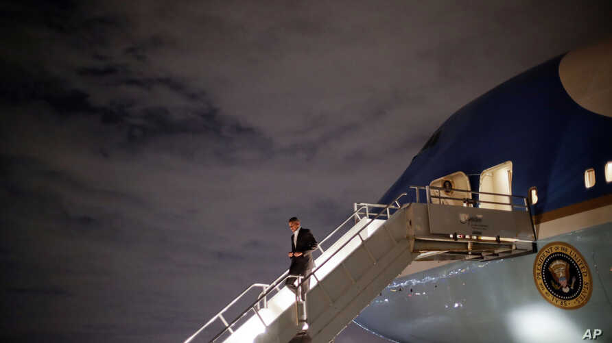 President Barack Obama arrives on Air Force One at Miami International Airport, Nov. 2, 2016. Obama campaigned earlier Wednesday in North Carolina before continuing on to Florida to campaign for Democratic presidential candidate Hillary Clinton.