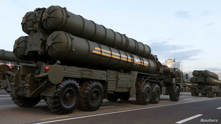 Russian S-400 air defense mobile missile launching systems take part in a military parade during celebrations marking Independence Day in Minsk July 3, 2014. Russia is deploying a division of S-400 missiles in Crimea.