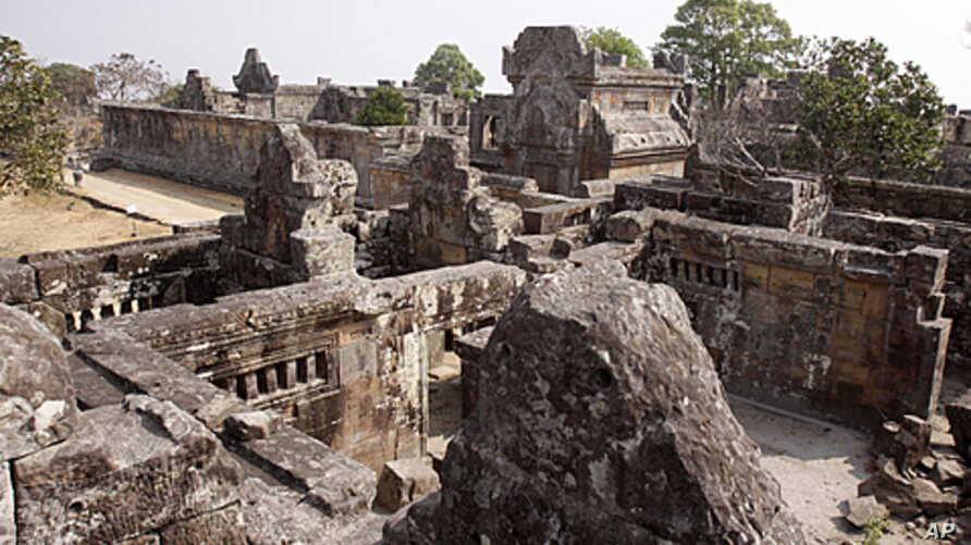Cambodia's famed Preah Vihear temple, which is enlisted as UNESCO's World Heritage site, in Preah Vihear province, about 245 kilometers (152 miles) north of Phnom Penh, Cambodia, February 9, 2011 (file photo)