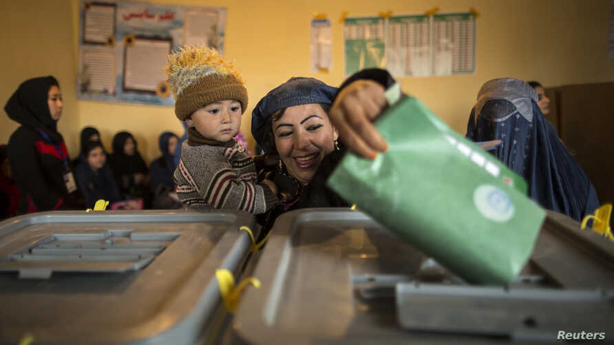 An Afghan woman casts her ballot at a polling station in Mazar-i-sharif, Apr. 5, 2014.