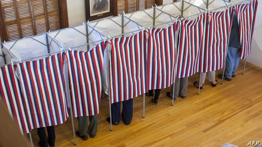Voters cast their ballots at the Sutton town hall in the US presidential election, Nov. 8, 2016 in Sutton, New Hampshire.