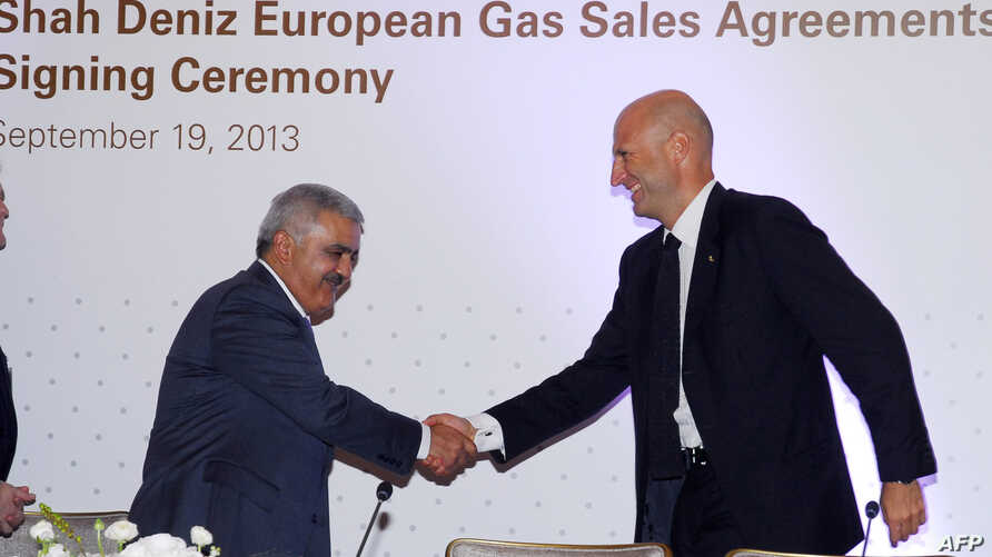 Rovnag Abdullayev (L), the president of Azerbaijan's 'Shah Deniz,' shakes hands with Gianfilippo Mancini, director of the Market Division of the Enel Group, Italy's national electric company, during a signing ceremony in Baku, on September 19, 2013.
