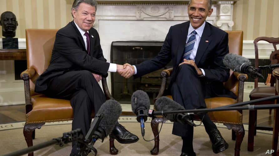 President Barack Obama shakes hands with Colombian President Juan Manuel Santos during their meeting in the Oval Office of the White House, in Washington, Feb. 4, 2016.