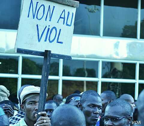 A Malian man holds a sign that reads: 'No to rape.' There are reports of rapes in regions taken by Tuareg rebels and Islamic militants in northern Mali, April 4, 2012. (VOA - N. Palus)