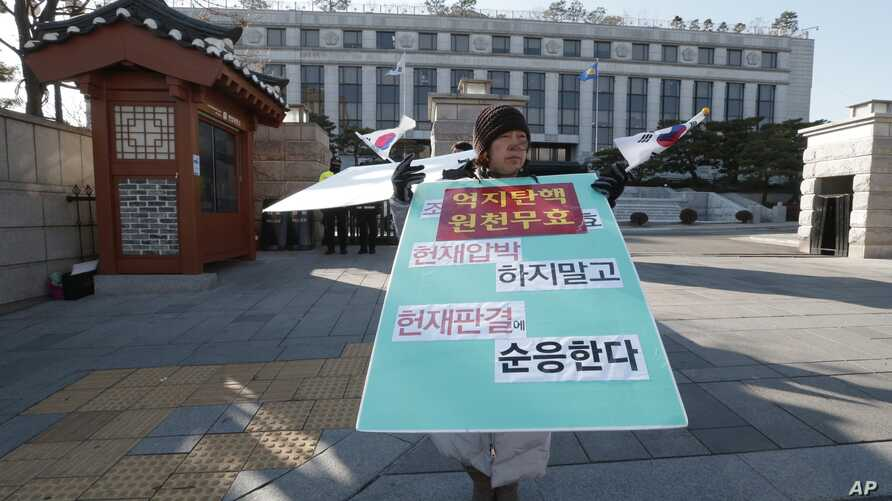 A supporter of disgraced South Korean President Park Geun-hye stands to oppose her impeachment in front of the Constitutional Court in Seoul, South Korea, Jan. 10, 2017.