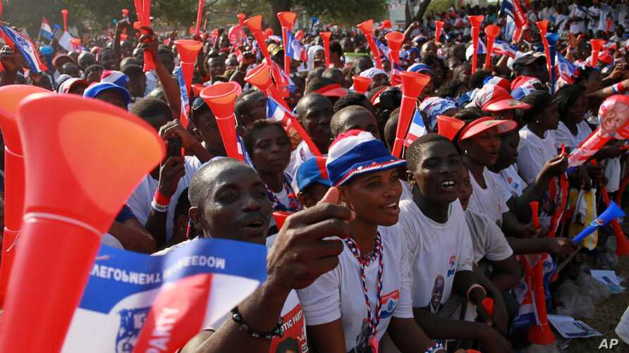 Supporters of opposition presidential candidate Nana Akufo-Addo cheer during his final campaign rally ahead of Friday's presidential election, in Accra, December 5, 2012.